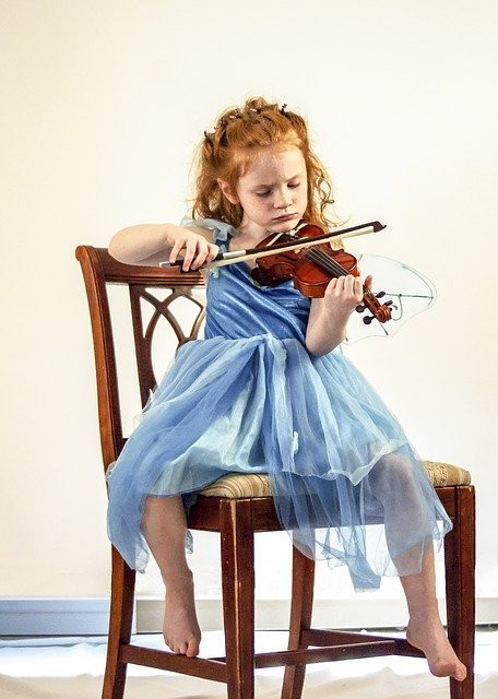 Musical Instruments for Toddlers-girl playing violin