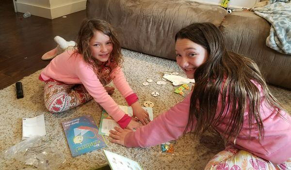 Kiwi Crate Review- 2 girls building a project