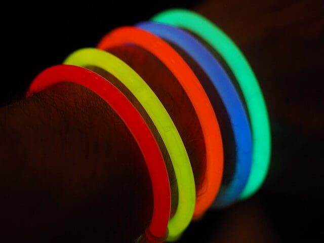 31 Remarkably Creative Activities For Kids- glow sticks