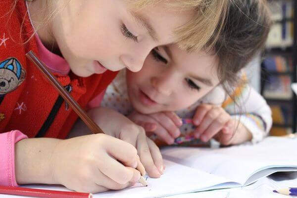 31 Remarkably Creative Activities for Kids- children drawing