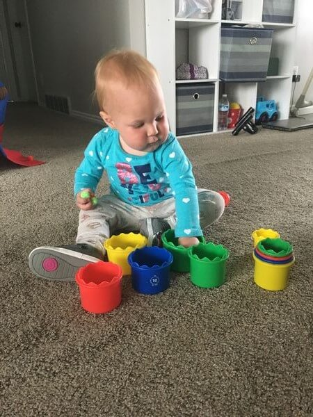 home activities for toddlers- sorting pom poms