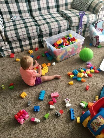 13 ways to be a happy stay at home mom- child playing