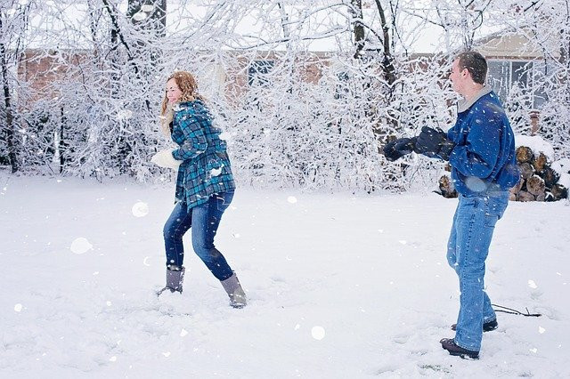 Fun family holiday activities- snowball fight